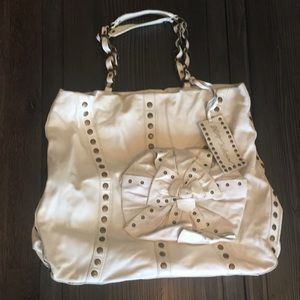 Off-white leather Betsy Johnson tote bag